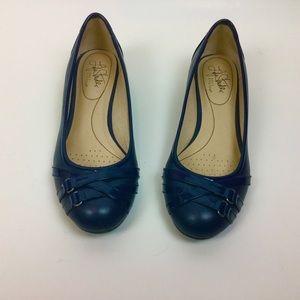 Life Stride Comfort Shoes Sz7  Navy Flats  Buy 2